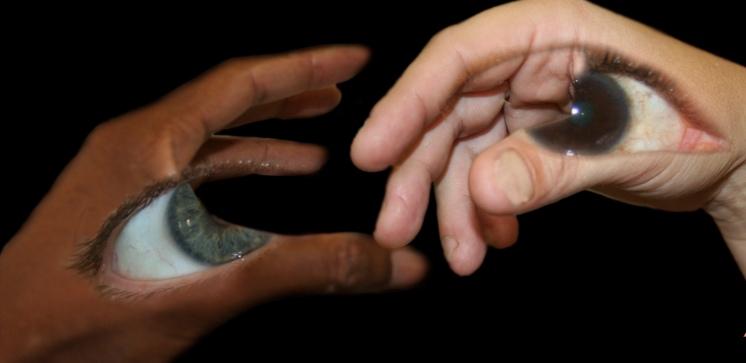 manos y miradas