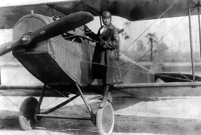 Bessie_Coleman_and_her_plane_(1922)